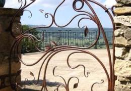 Corcelles Gate